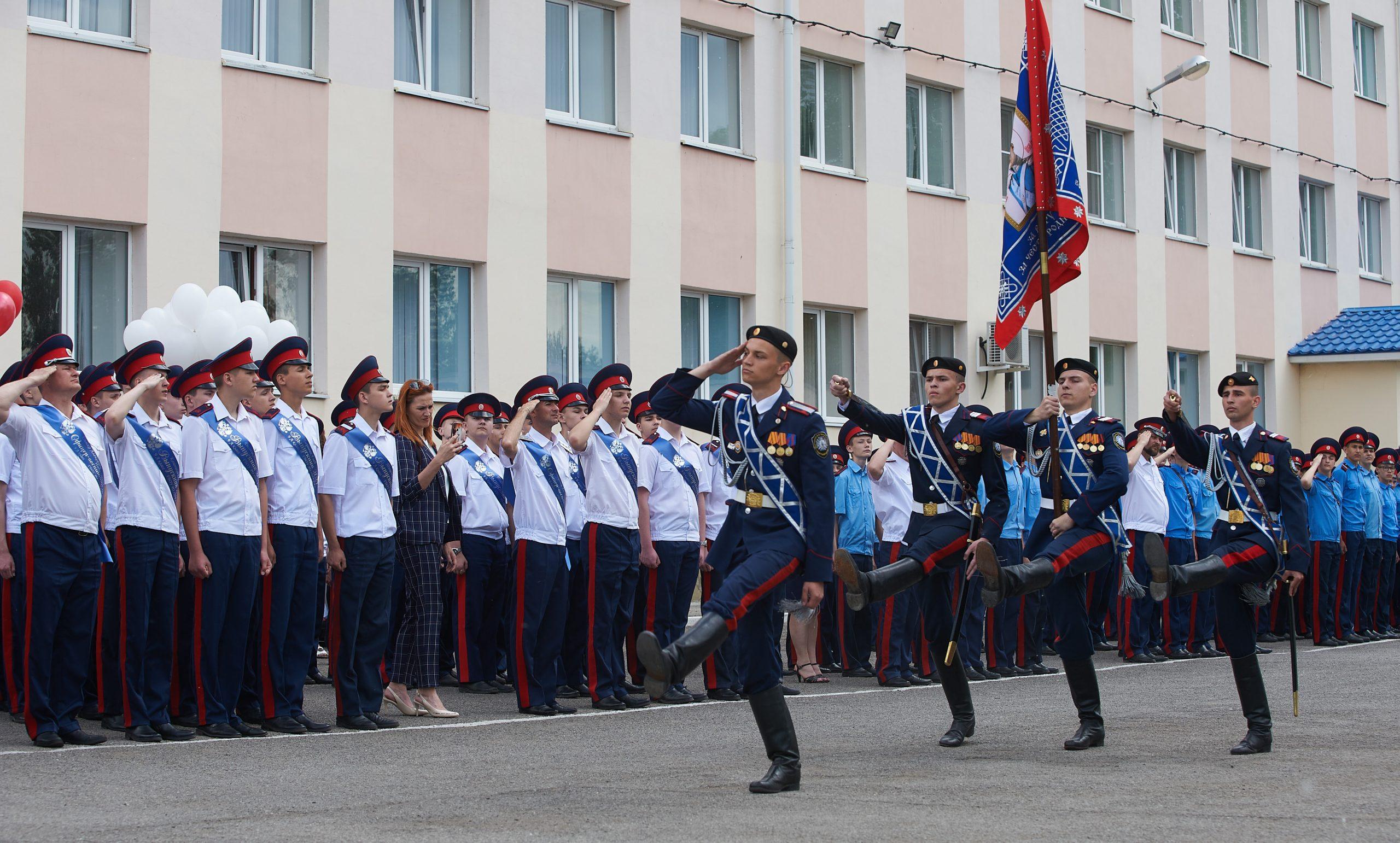 Последний звонок прозвучал для воспитанников Шахтинского казачьего кадетского корпуса генерала Бакланова